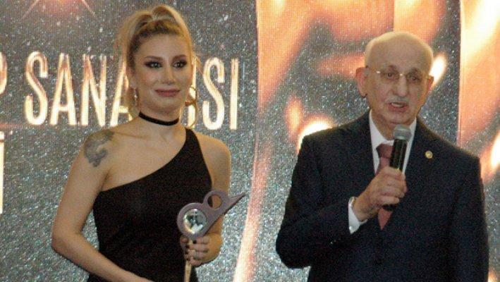 İrem Derici ''Eşek Cenneti'' Dedi Başkan Kahraman Tepki Gösterdi