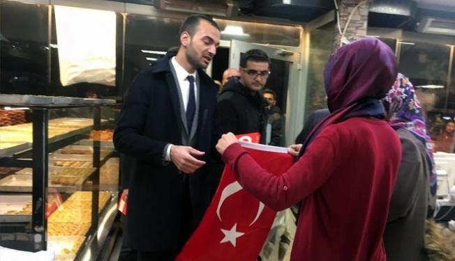 Kayseri'li Esnafa Ülkü Ocakları Tarafından 500 Adet Türk Bayrağı Dağıtıldı