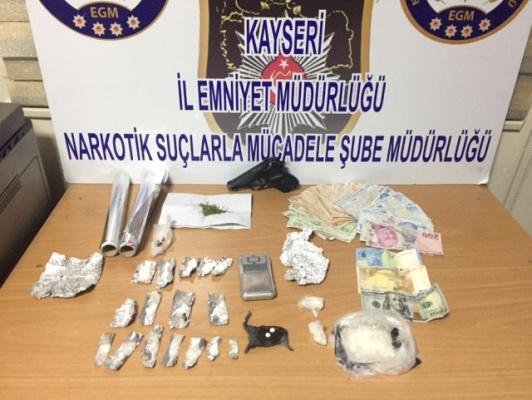 Kayseri'de Uyuşturucu Operasyonunda 5 Kişi Tutuklandı!