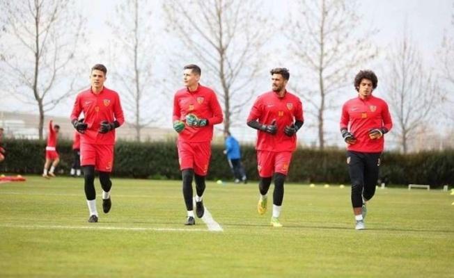 Kayserispor Fenerbahçe Maçında Kale'ye Kim Geçecek?