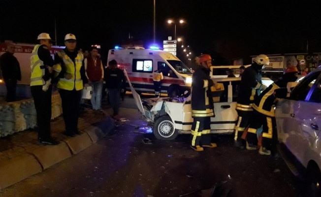 3 araç zincirleme kaza yaptı 5 kişi yaralandı!