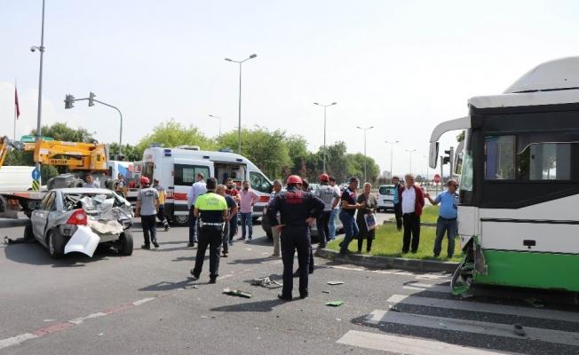 Halk otobüsü 3 araca çarptı: 6 kişi ölümden döndü!