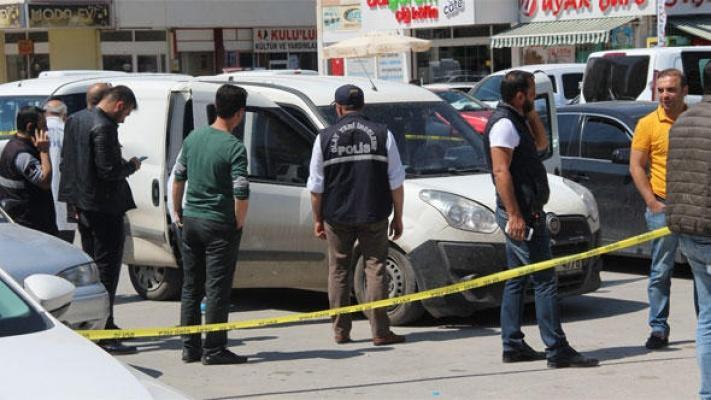 Konya'da kurye aracı soyuldu!