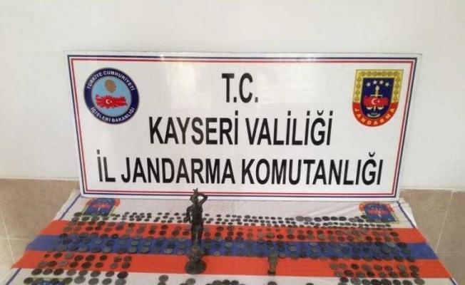 Kayseri'de tarihi eser kaçakcıları yakalandı!