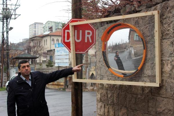 9 Kez Çalınan Trafik Aynası Muhtarın Canına Tak Dedirtti
