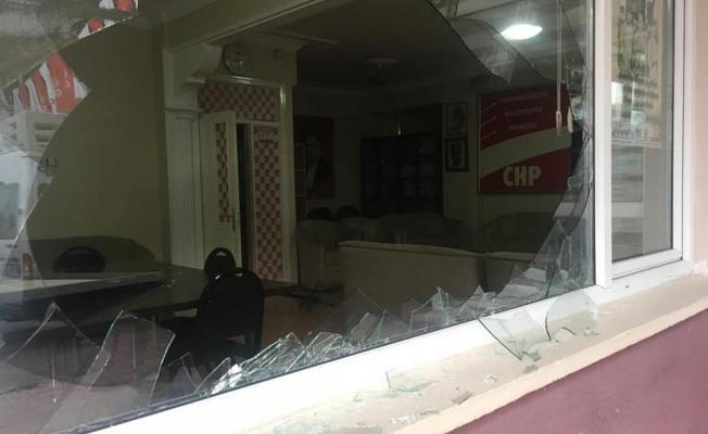 CHP İlçe Binasına Saldırı