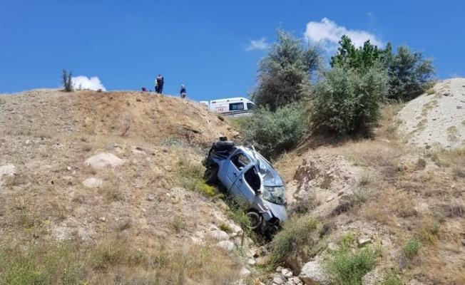 Otomobil Şarampole Yuvarlandı 3 Kişi Öldü!
