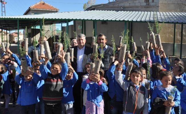 Öğrenciler, Ağaçlandırma Kampanyasına Katıldı