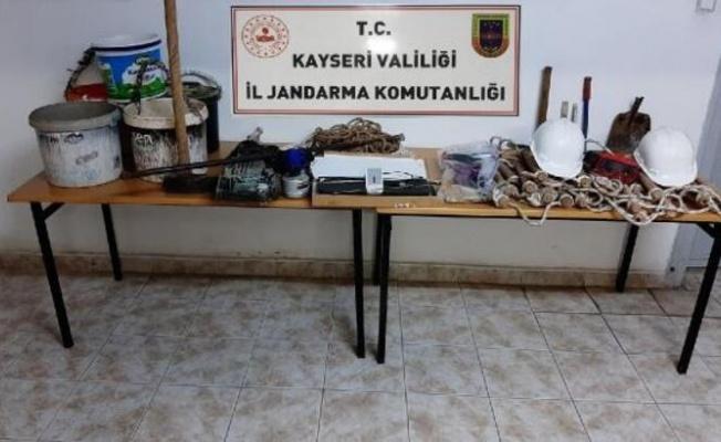 Kayseri'de define arayan 4 kişi suçüstü yakalandı!