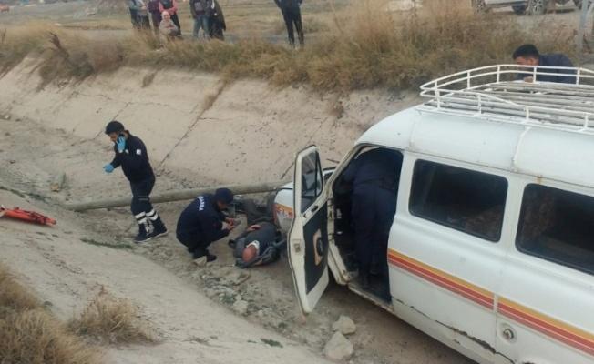 Minibüs kanala düştü: 1 kişi öldü!