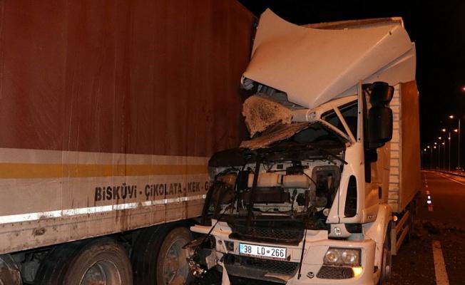 Tamir için duran Tır'a kamyon çarptı: 3 Yaralı!