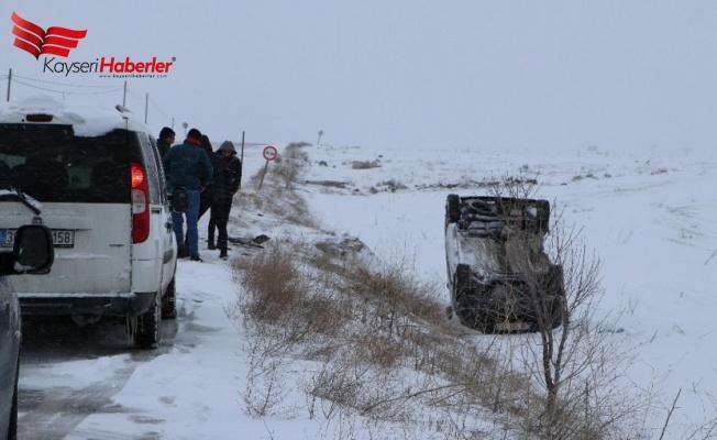 Otomobiller kafa kafa çarpıştı: 4 Yaralı!