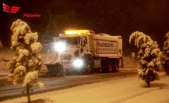 Talas Belediyesi Karla Mücadele Ediyor