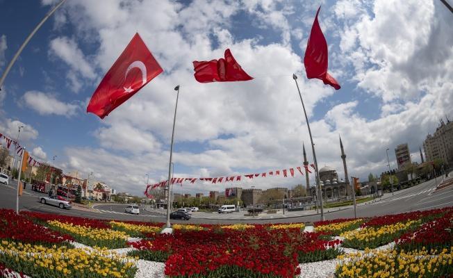 Kayseri'de Parklar Çiçek Açtı