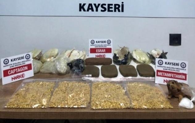1 kilo esrar, 20 gr metamfetamin, 3 bin 885 adet captagon yakalandı!