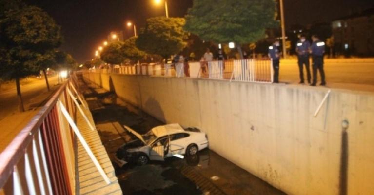 Otomobil kanala uçtu: 2 Yaralı!
