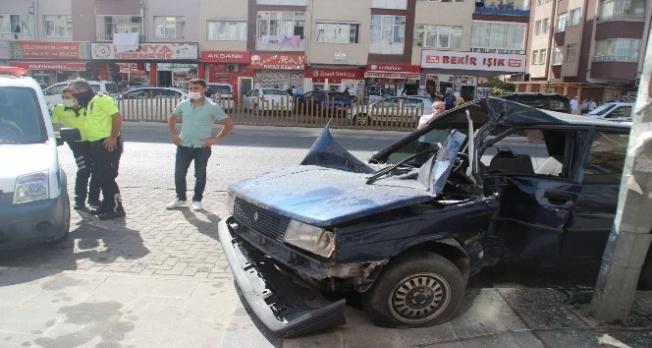 Direksiyon hakimiyetini kaybetti, park halindeki araçları biçti!