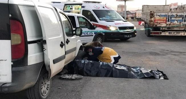 Aracının lastiğini değiştirmek isteyen adam ölü bulundu