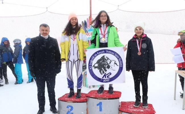 Kayakçılara madalyaları Kabakcı'dan