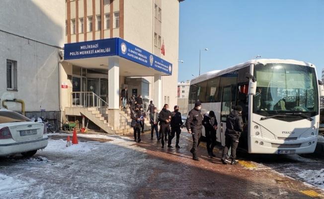 Kayseri'de aranan şahıslara 68 polisle şafak operasyonu: 11 gözaltı