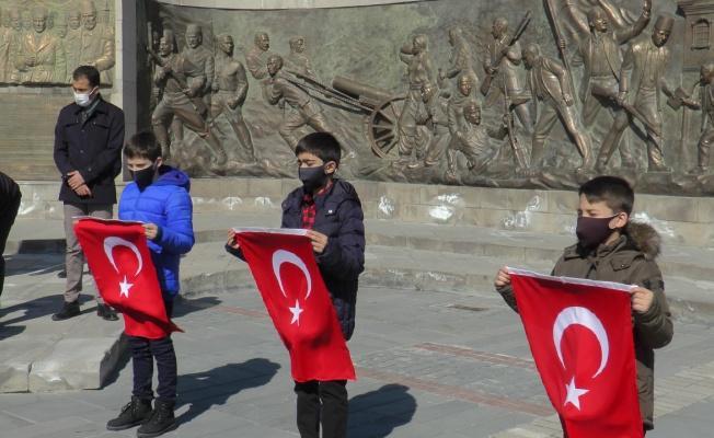"""""""81 Genç 81 Bayrak"""" etkinliği ile Türk Bayrağı Kayseri'ye teslim edildi"""