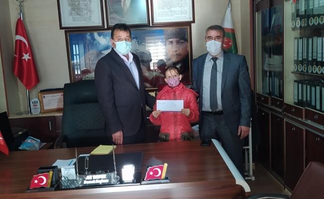 İstiklal Marşı Okuma Yarışması'nda birinci oldu ödülü Şehit Ailelerine bağışladı