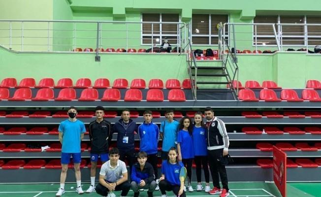 Kayseri'den 9 Badminton sporcusu milli takım seçmesine gitti