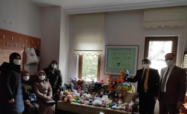 Miraç Kandili'nde kimsesiz ve yetim çocukları sevindirecek hediye