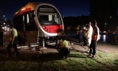 Minibüs ile çarpışan tramvay raydan çıktı!