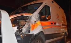 Hasta taşıyan ambulans yayaya çarptı: 1 ölü!